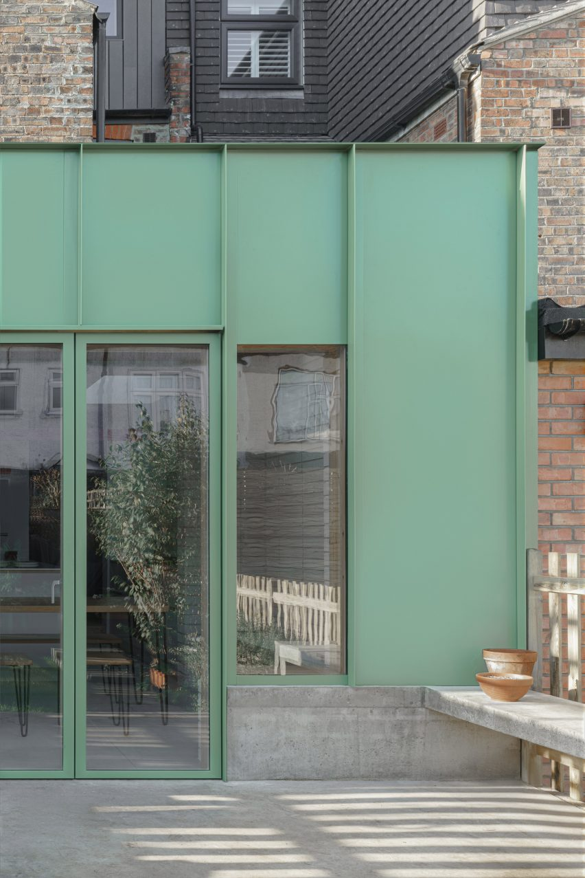 The green aluminium-clad facade of an extension by DeDraft