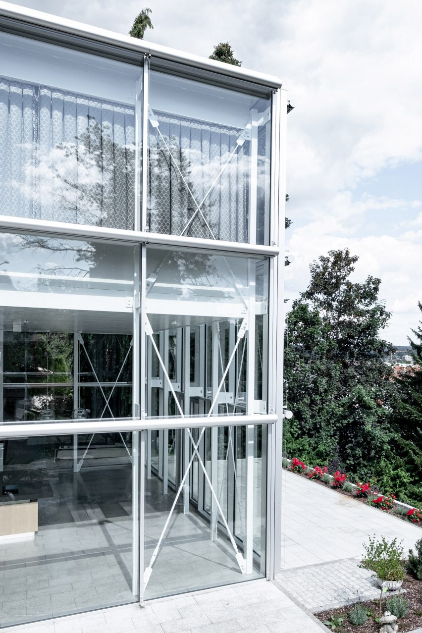 Glass and steel extension by Aretz Dürr Architektur