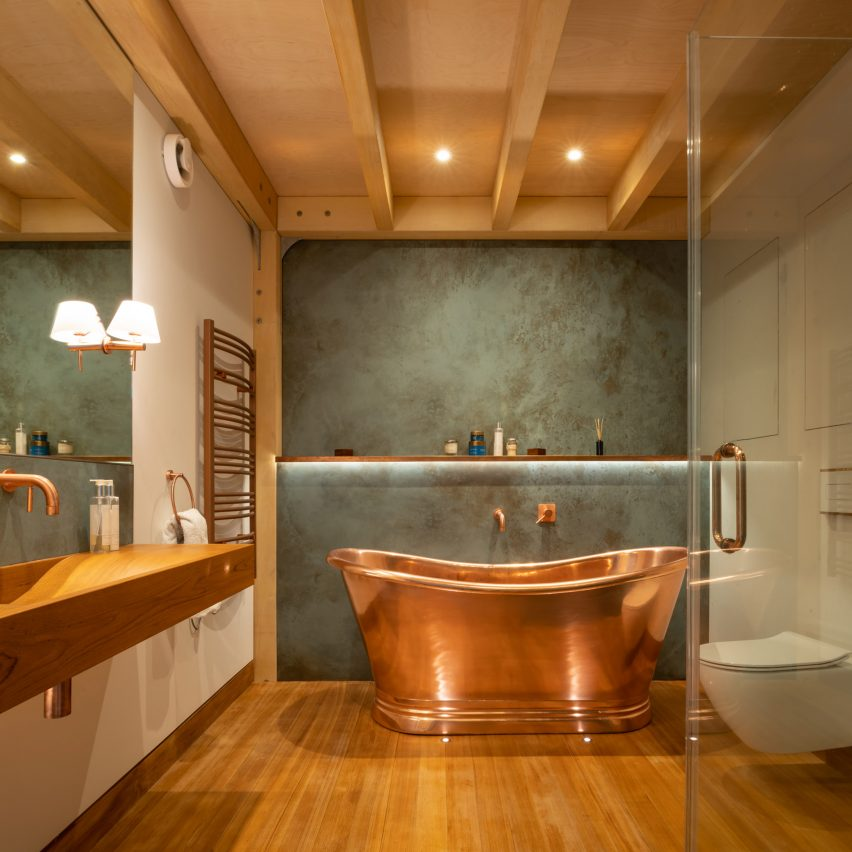 Copper bath in ensuite bathroom