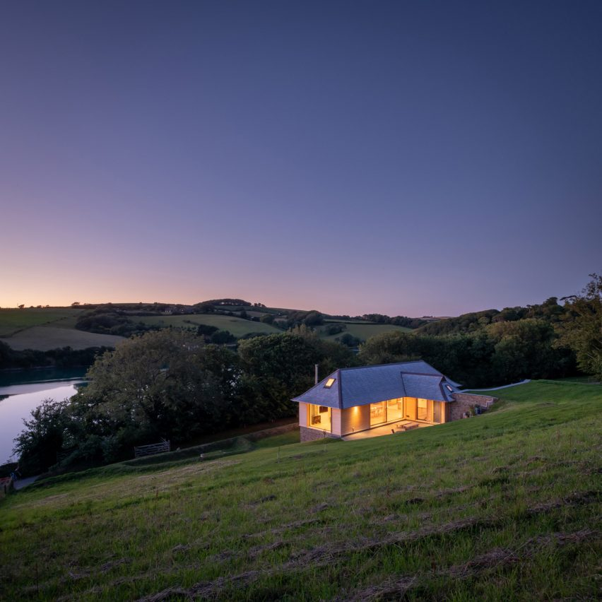 """Adams+Collingwood Architects builds """"discreet"""" home in Areas of Outstanding Natural Beauty"""
