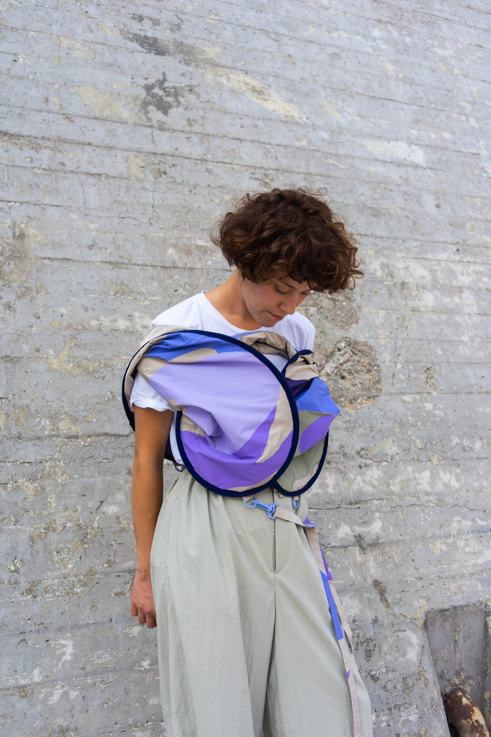 Person wearing a compressed distance keeper from the Bounding Spaces collection by Anna-Sophie Dienemann