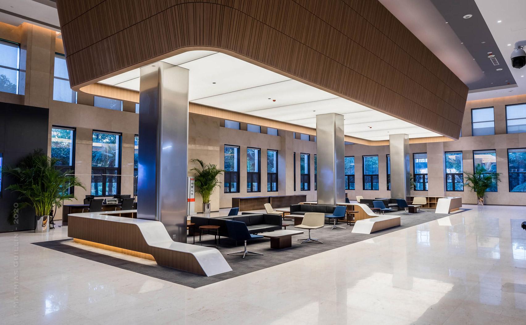 Financial Hall of Zhengzhou Yutong Bus headquarters by DU Studio