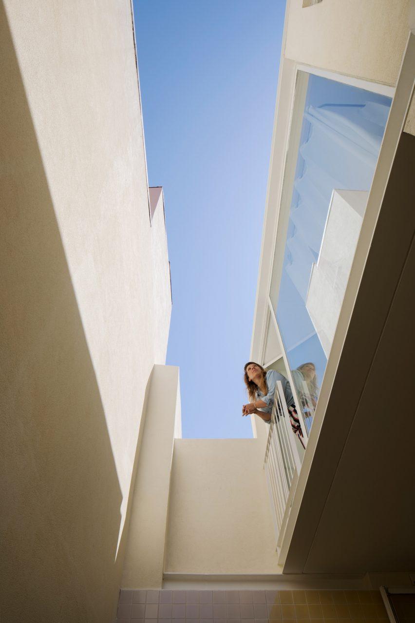 Upstairs balcony of the Casa da Beiramar by Merooficina