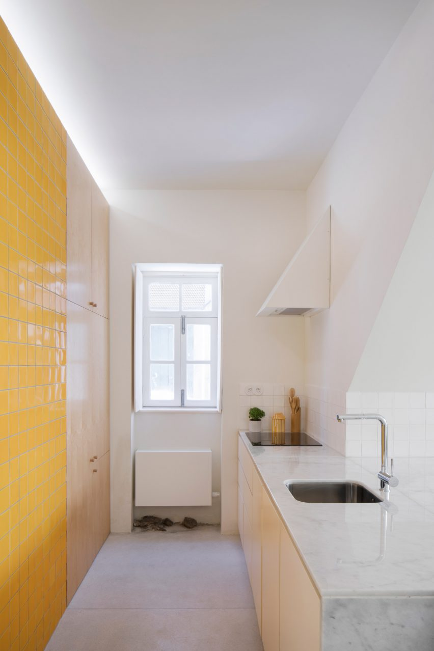Downstairs kitchen with yellow tiles at Casa da Beiramar by Merooficina