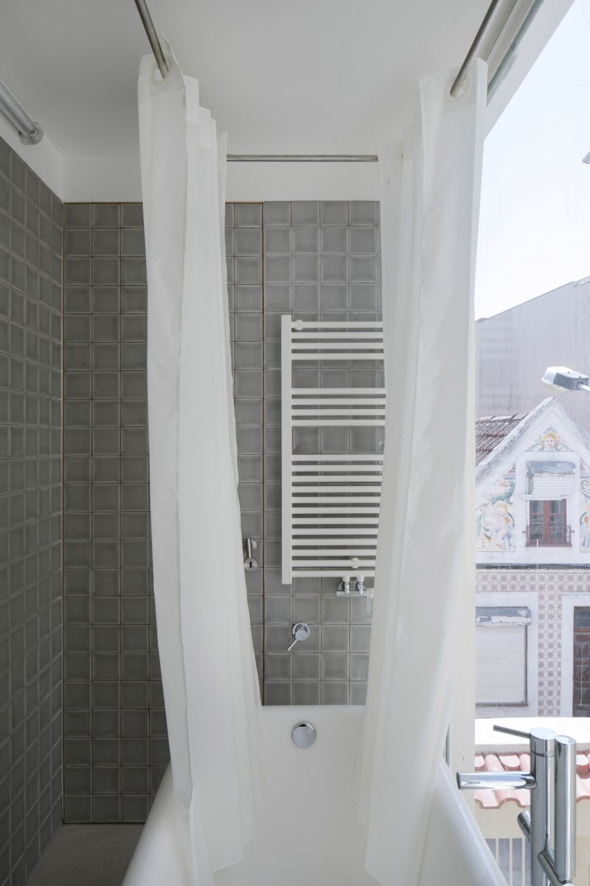 Upstairs bathroom on the Casa da Beiramar balcony