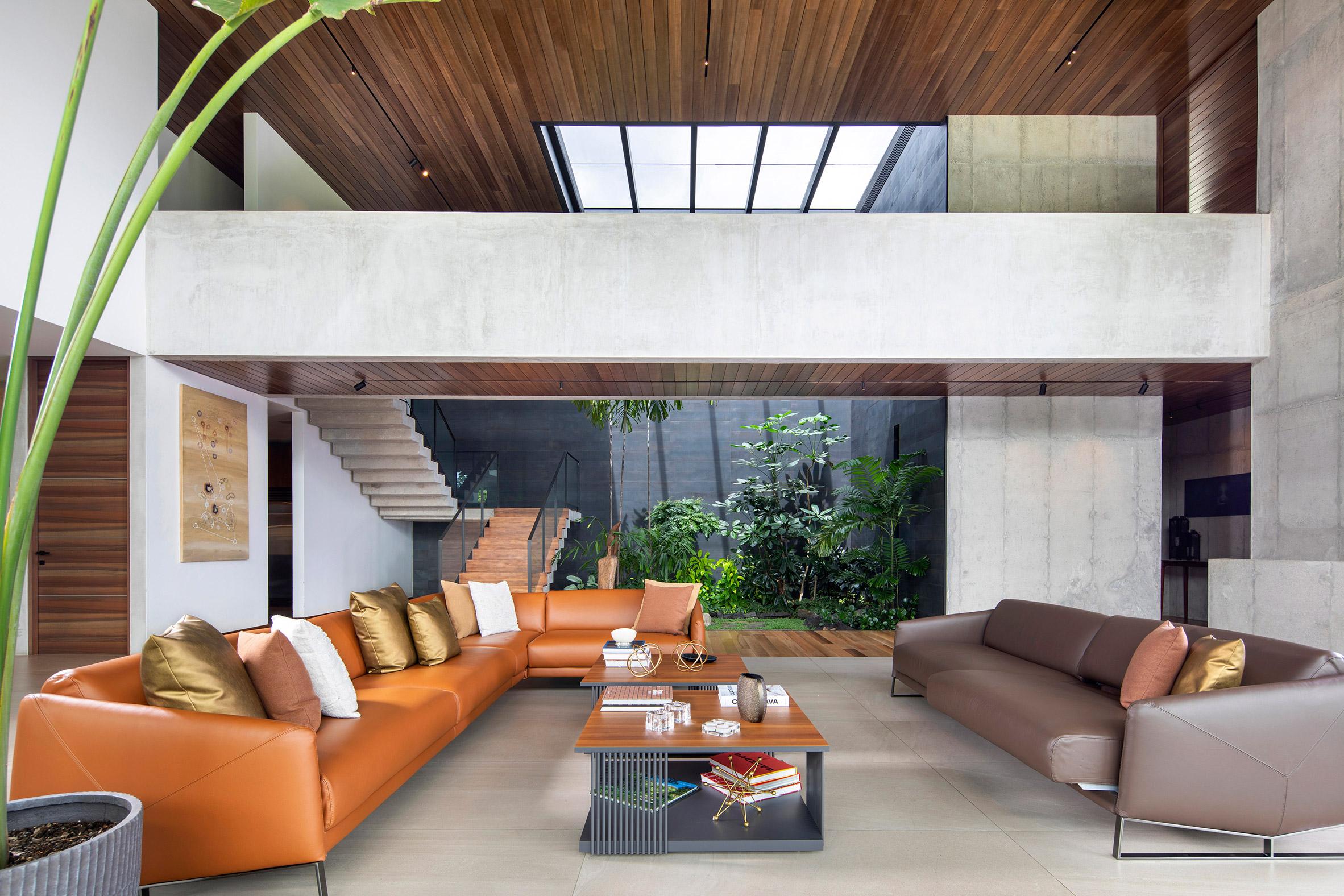 Living room and green courtyard of Casa las Vistas