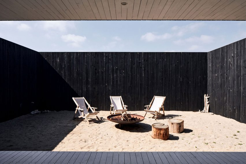 Sand-filled courtyard of Casa SS in Chile