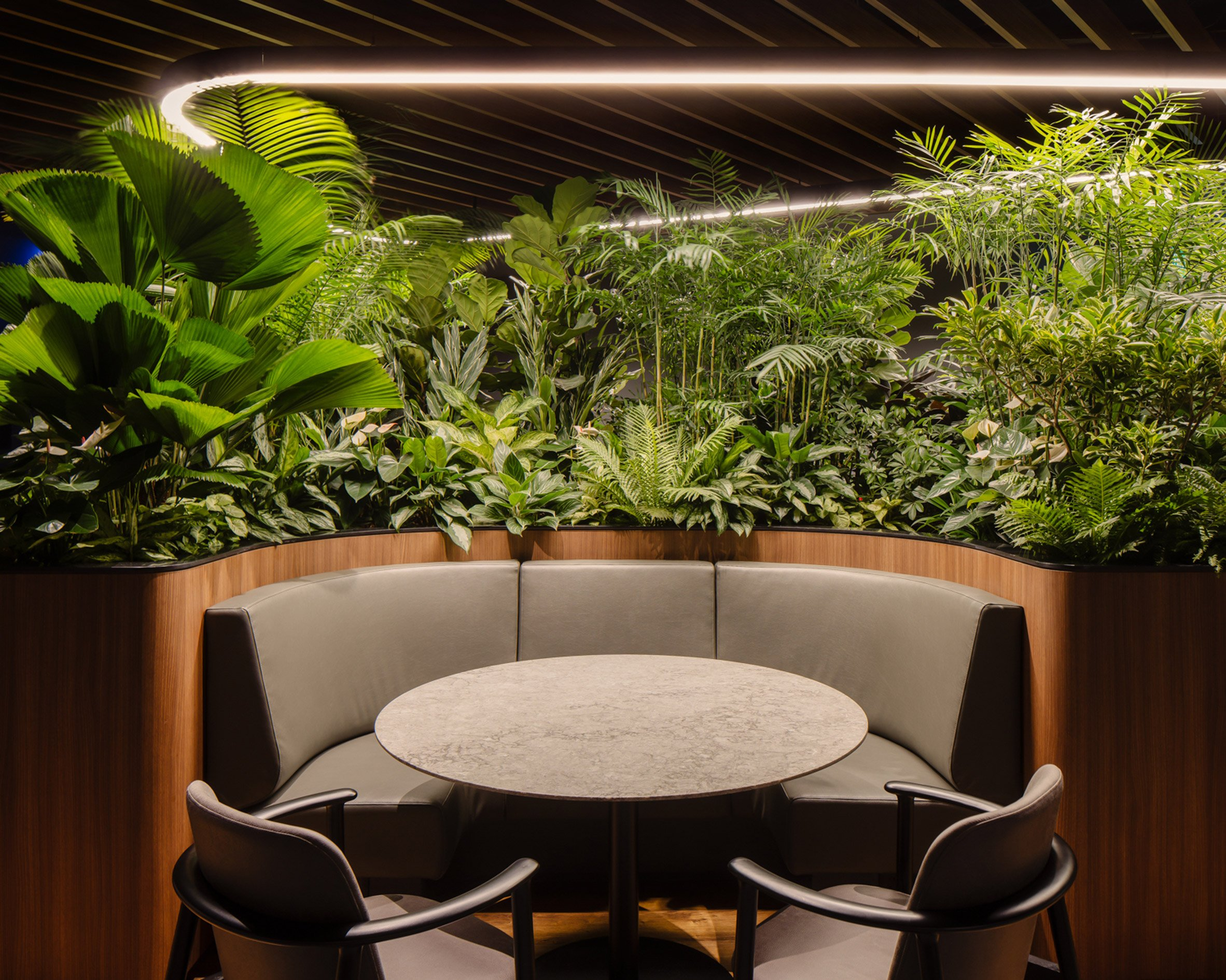 Breakout areas in Citibank Singapore Wealth Hub by Ministry of Design