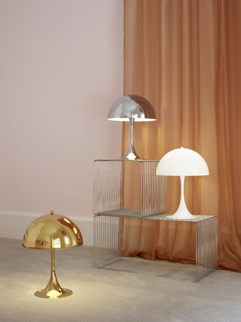 The Panthella 320 table lamp