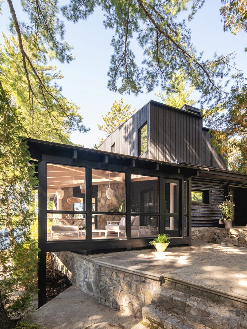 Extension to a lake house cabin in Quebec