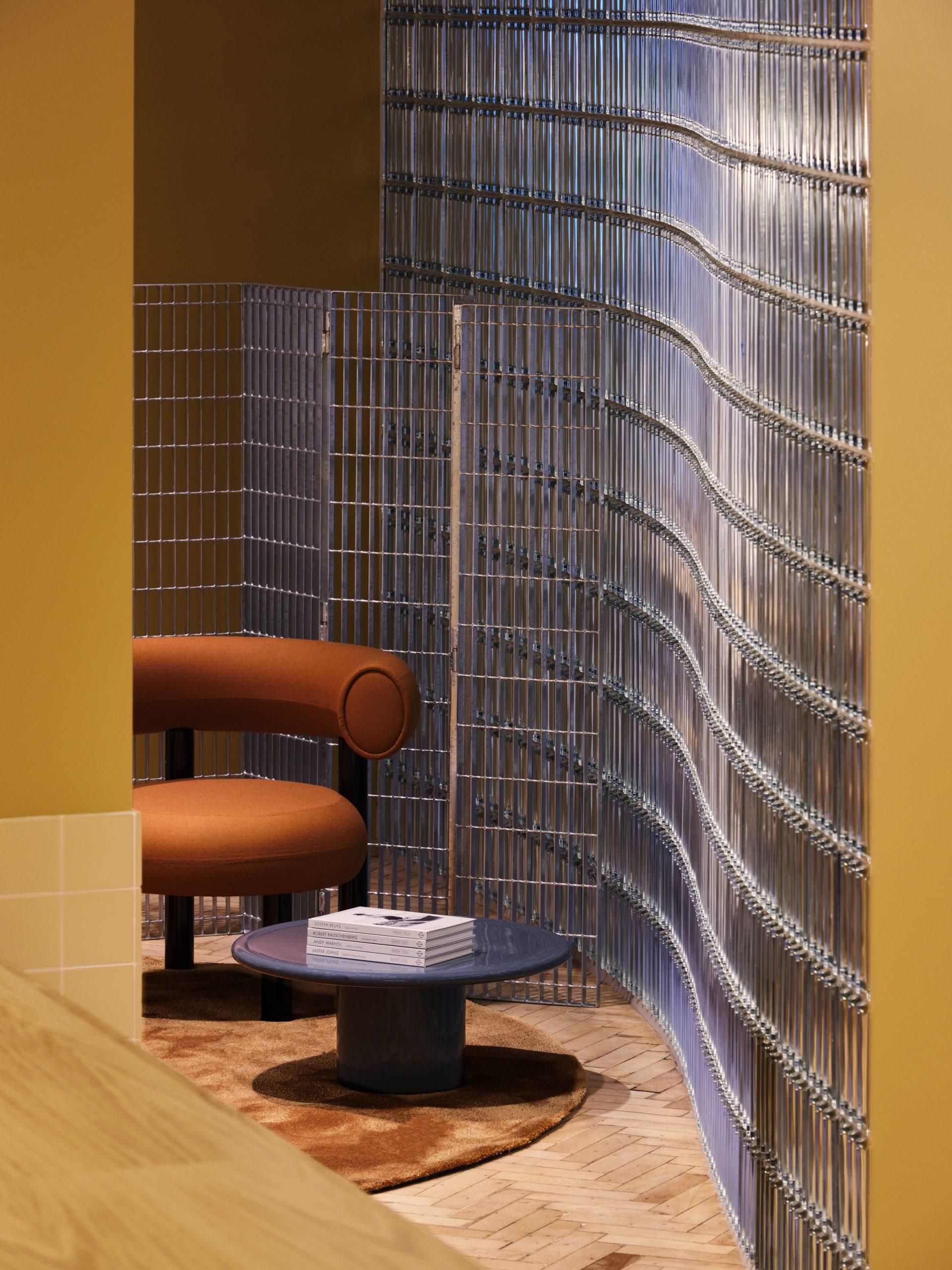 Curvilinear glass wall