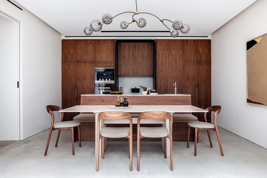 Walnut wood kitchen of the Knightsbridge Mews House by Echlin