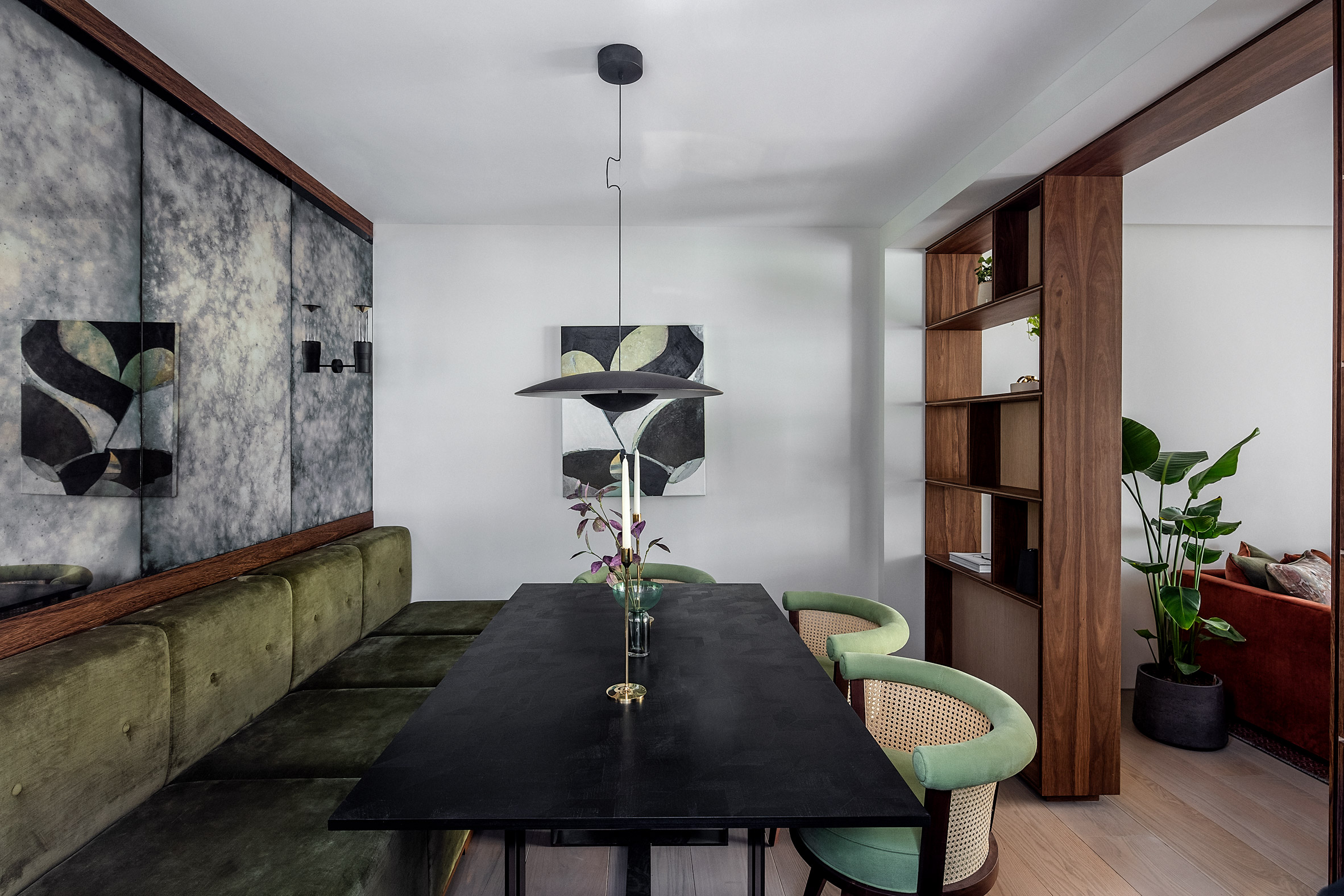 Dining area of the Knightsbridge Mews House by Echlin