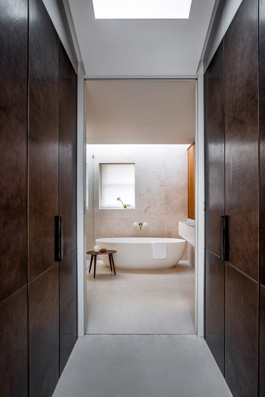 Master bathroom and wardrobe of the Knightsbridge Mews House by Echlin
