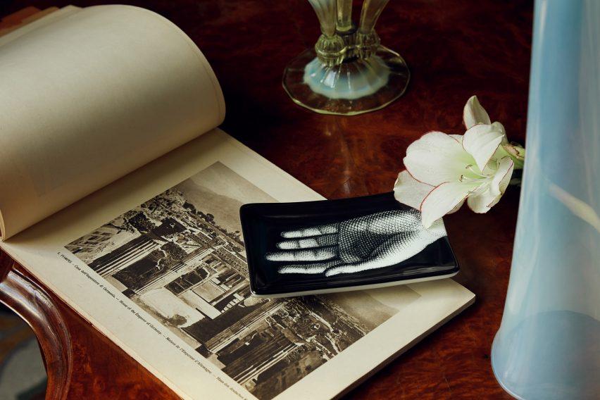 Mano ashtray by Fornasetti