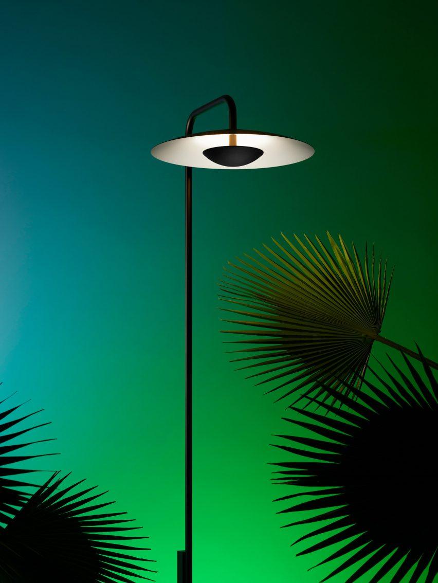 A minimalist black lamppost