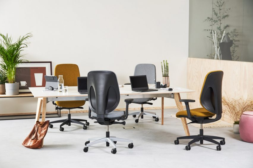 Giroflex 353 conference chairs in a meeting room