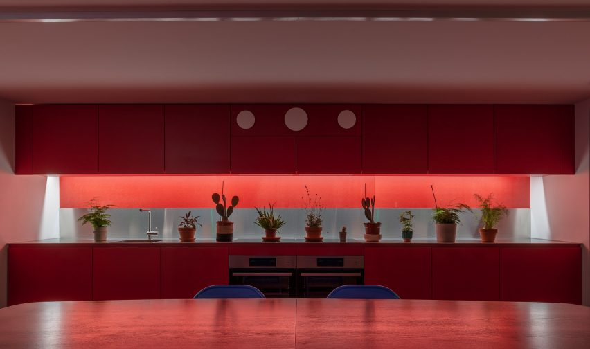 Shared kitchen in High Street House by Noiascape Teatum+Teatum