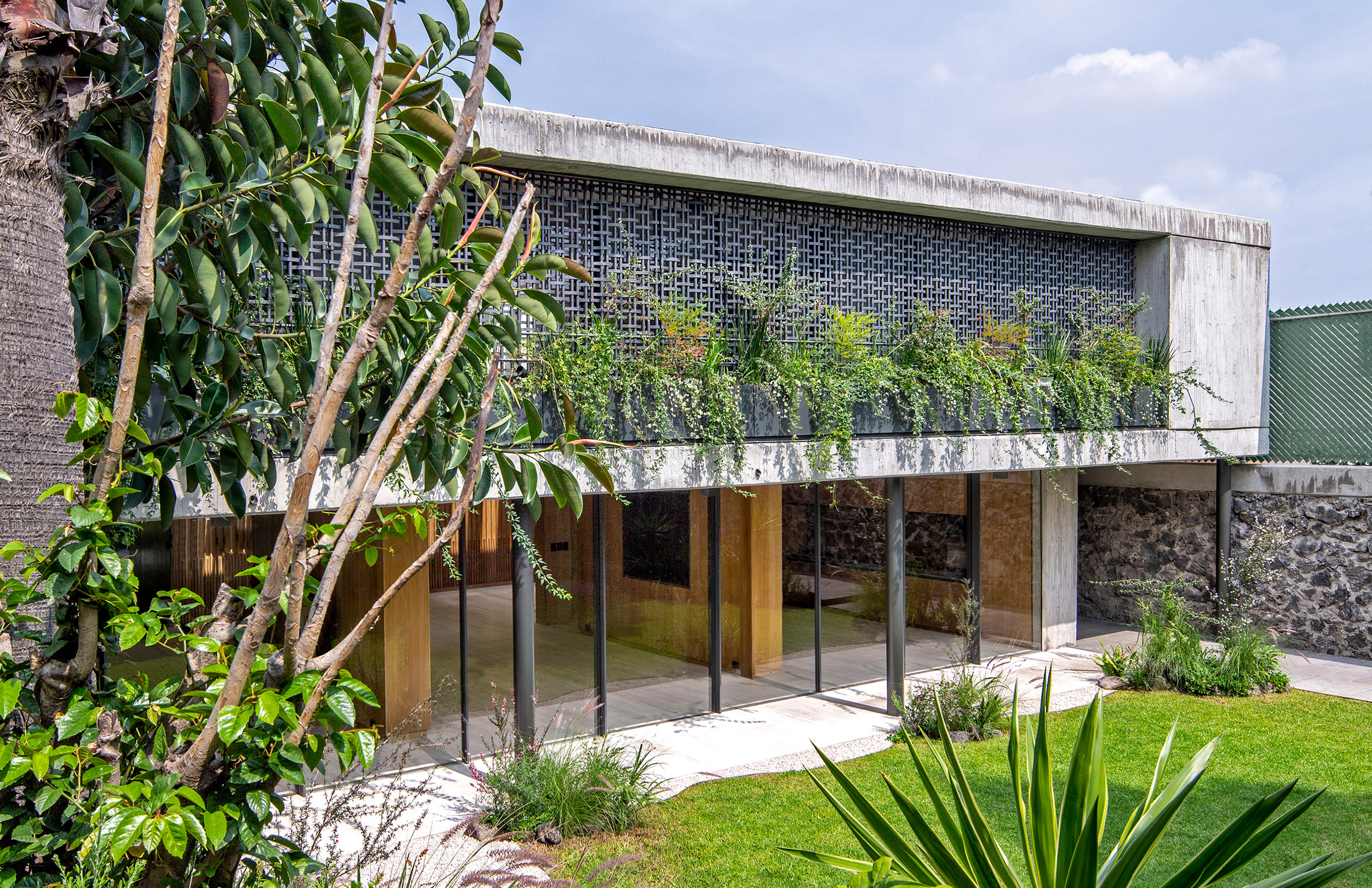 Exterior Mexican renovation project by Viga Arquitectos