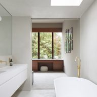 A bathroom in the House in Bearsden by McGinlay Bell