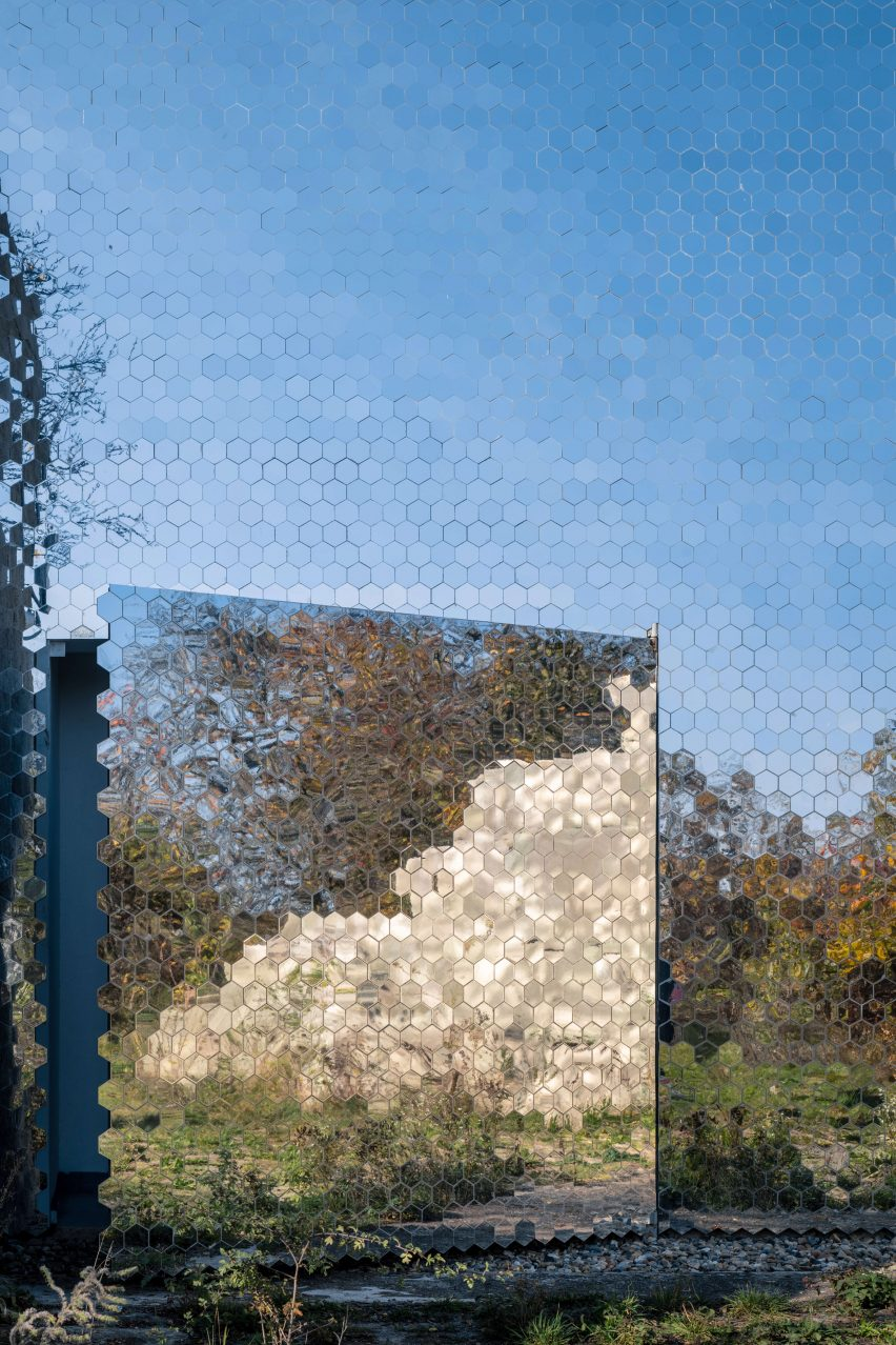 Mirrored facade at pet crematorium