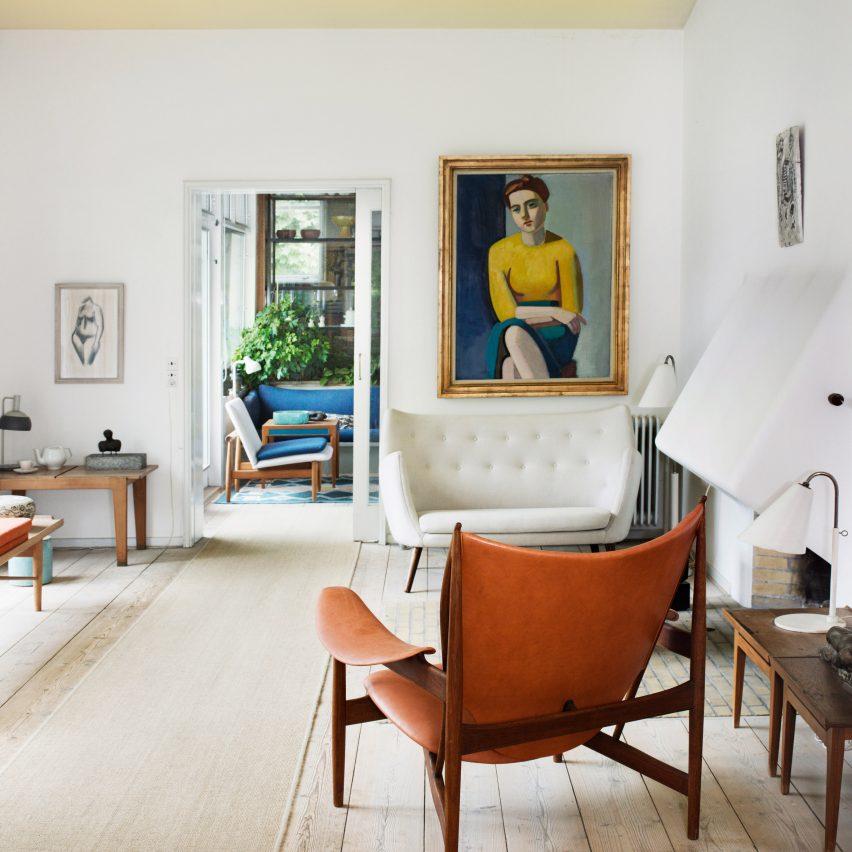 A white-walled living room in Finn Juhl's house