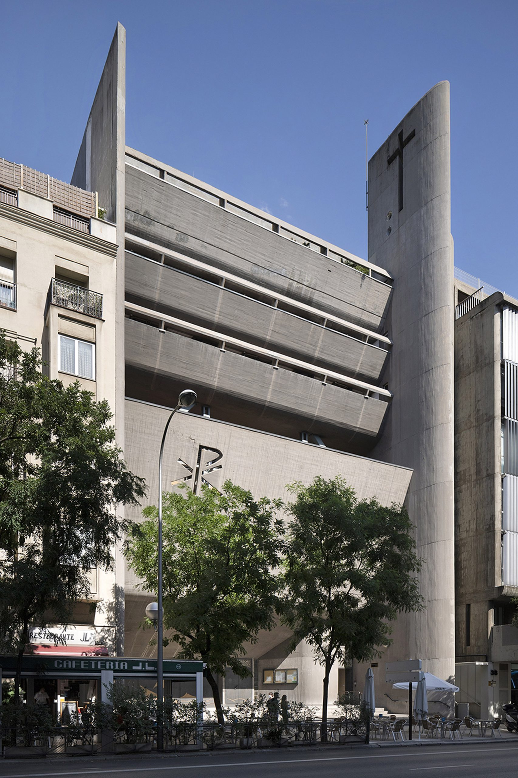 Madrid's brutalist architecture: Nuestra Señora del Rosario de Filipinas church in Madrid