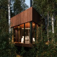 "B210 designs ""treehouse-inspired"" Maidla Nature Villa to immerse guests in an Estonian bogland"