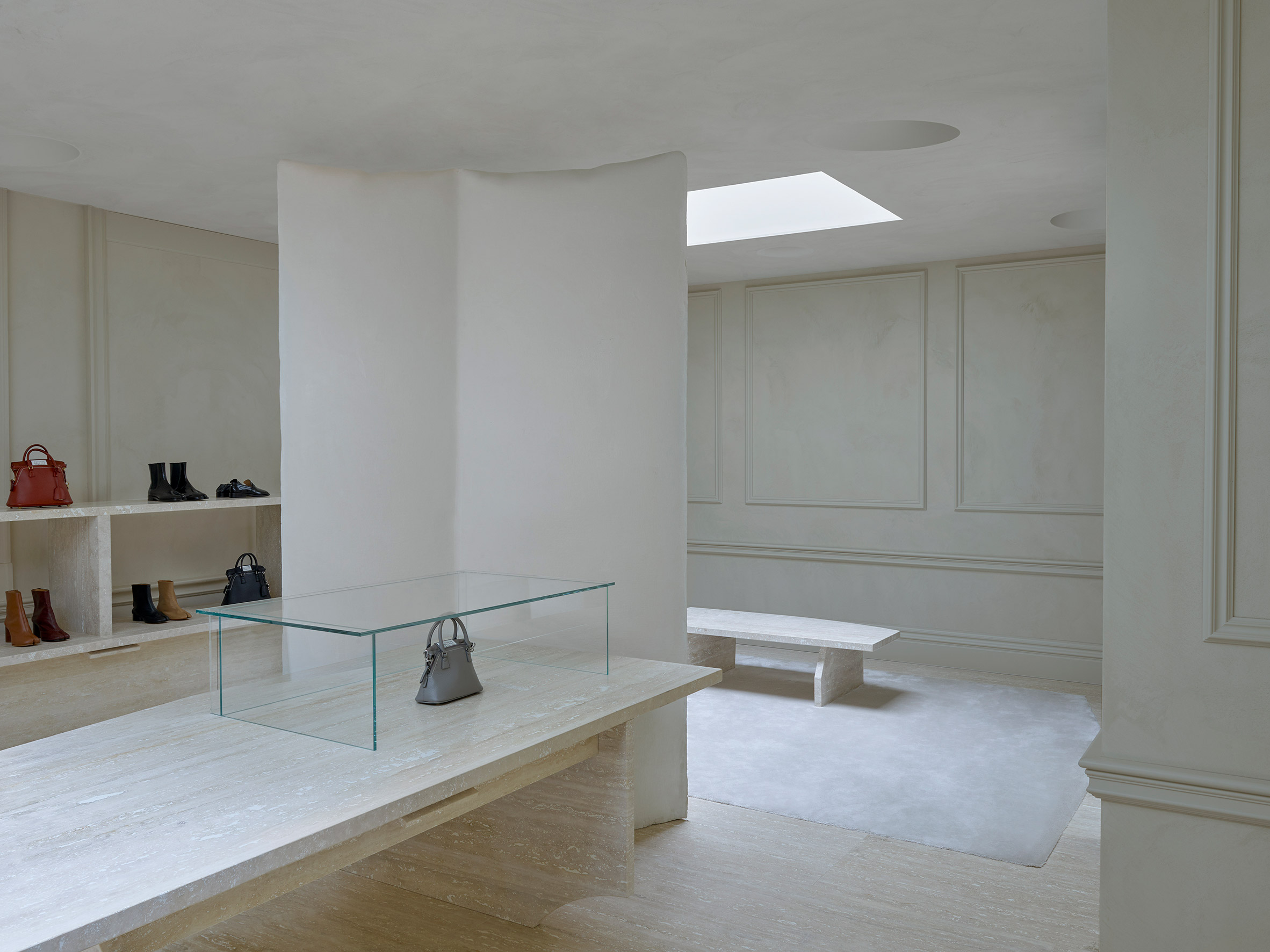 Accessory display in London Bruton Street store by Studio Anne Holtrop