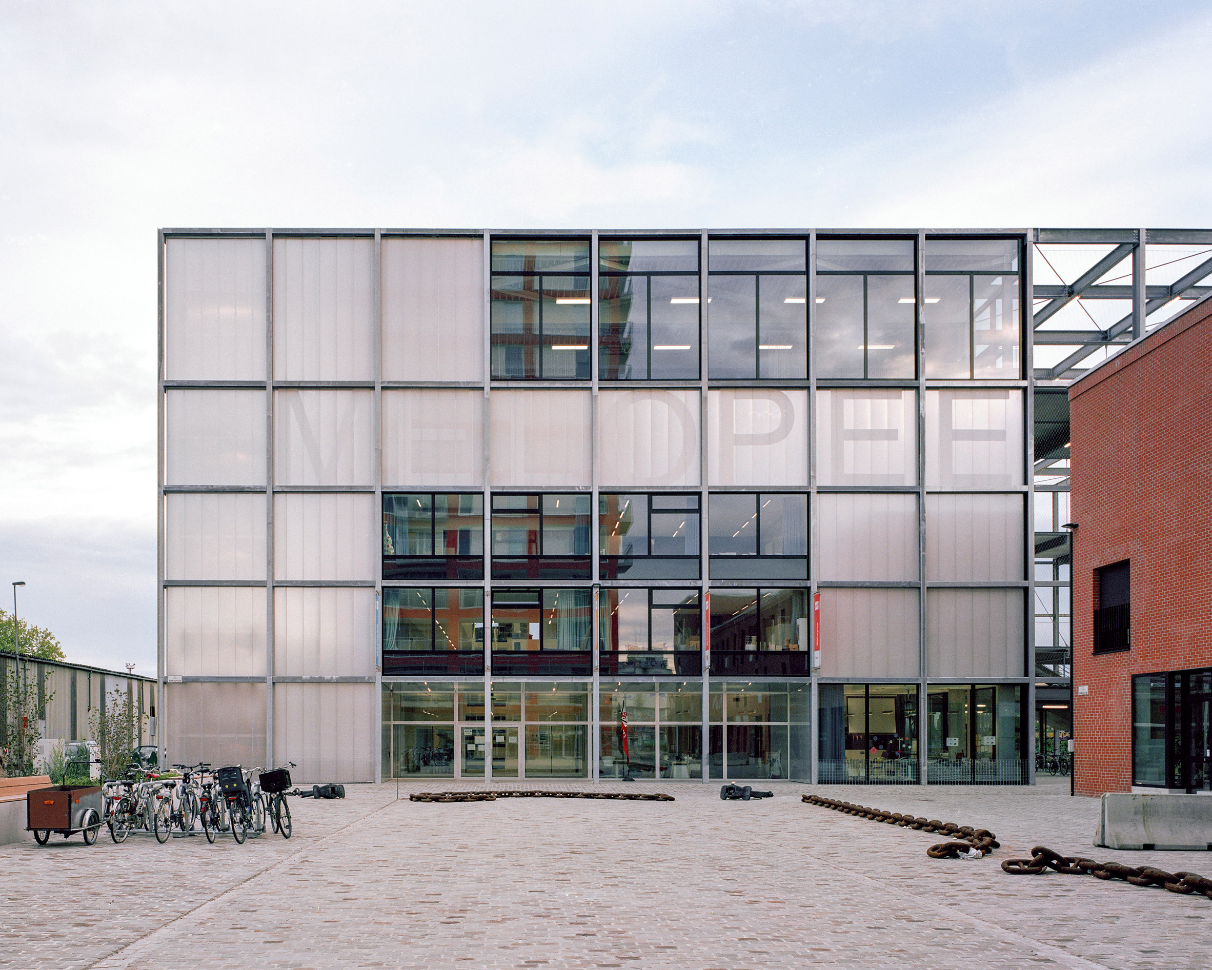 Polycarbonate walls of Melopee School in Ghent by XDGA