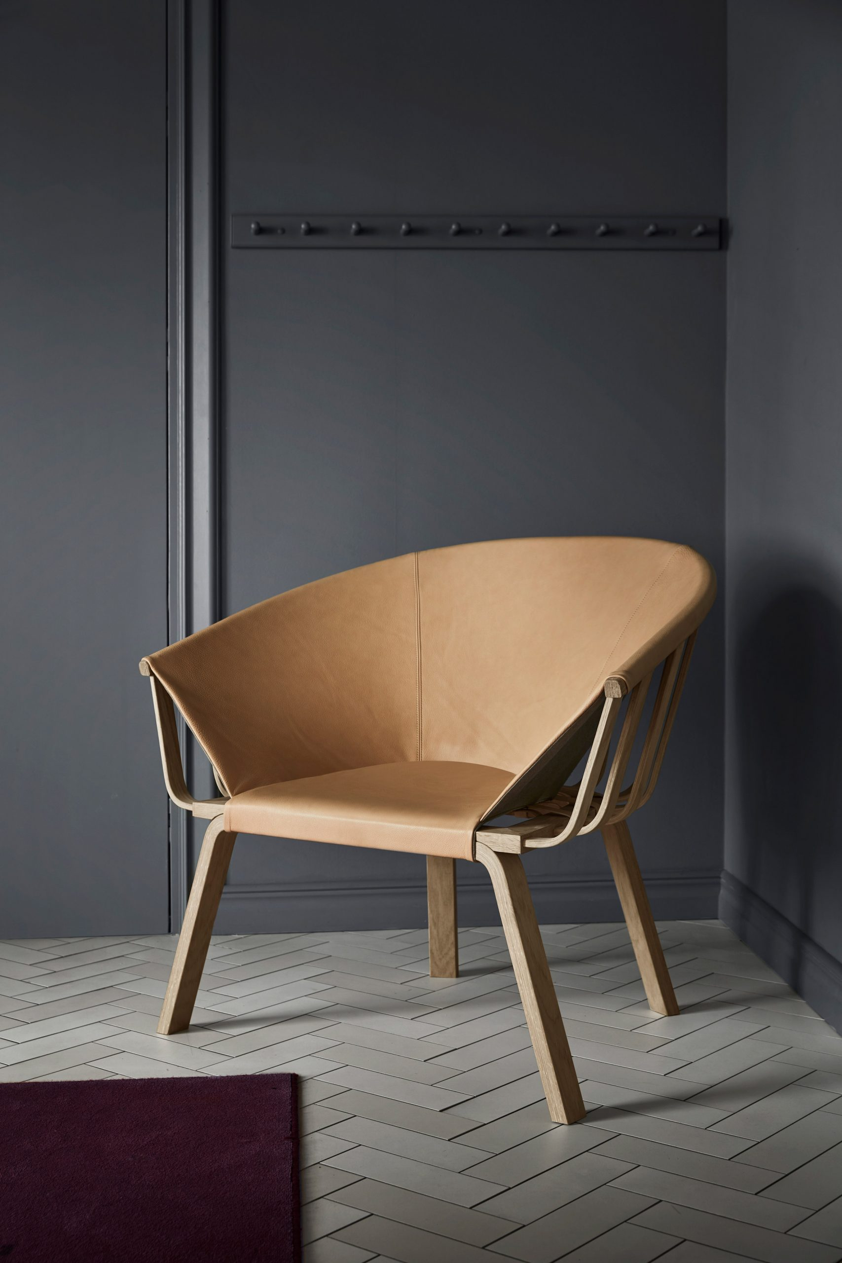 Wood-and-leather easy chair