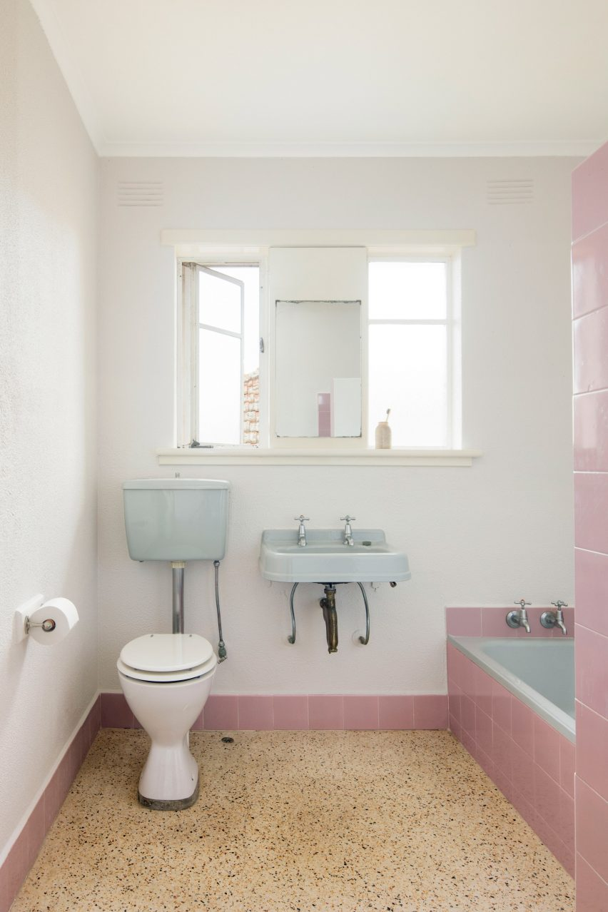 Original pink and blue bathroom of Brunswick apartment by Murray Barker and Esther Stewart