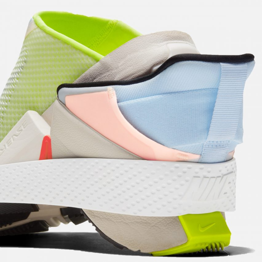 Bi-stable hinge within the Nike GO FlyEase
