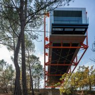 Richard Rogers balances his final building over Provence vineyard