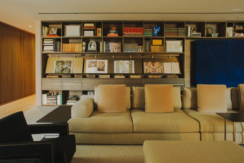 AdH House living room with built-in shelves