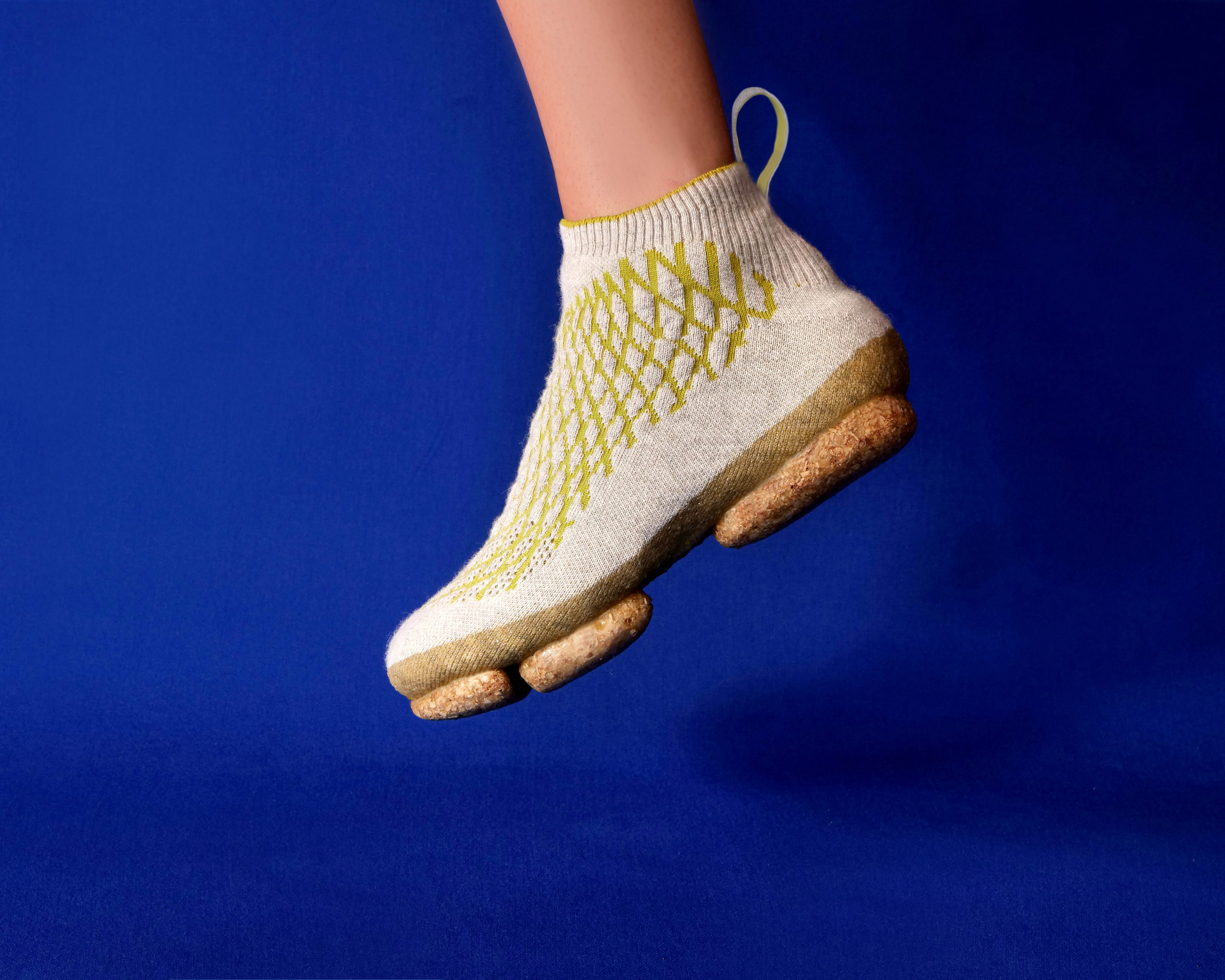 Person wearing the Sneature trainer by Emilie Burfeind