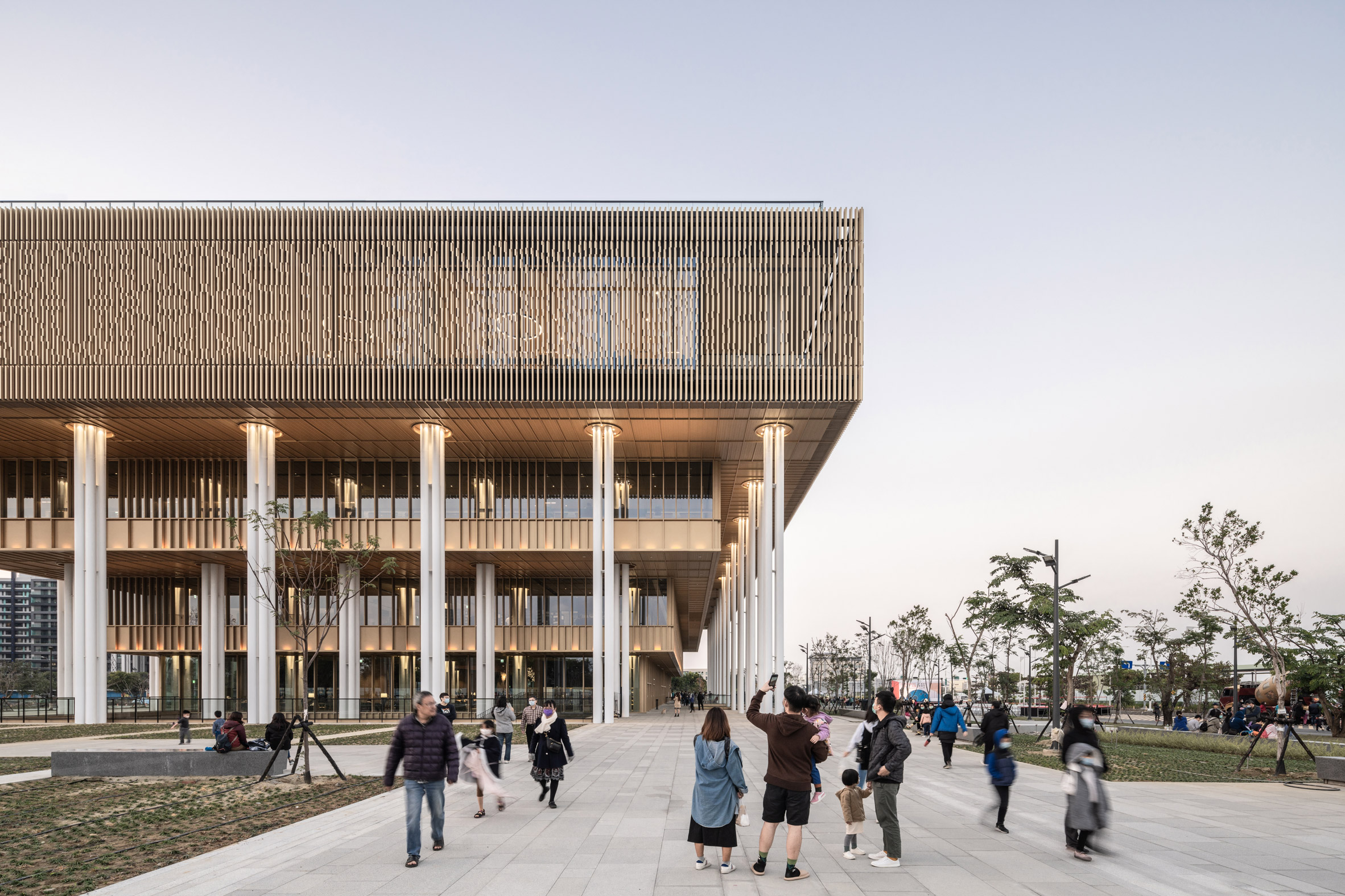 A stepped public library by Mecanoo and MAYU Architects
