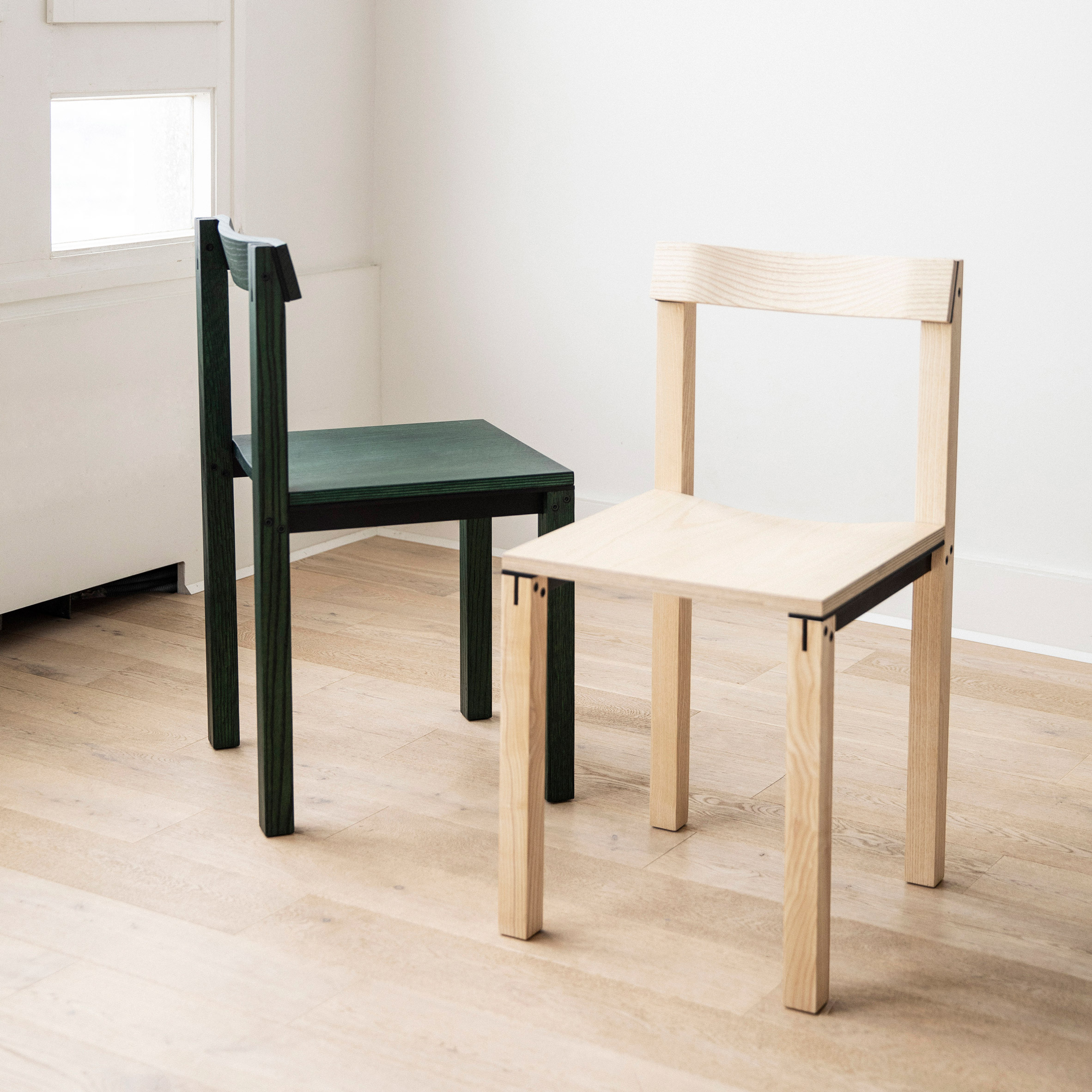 Tal chair in green oak and ash by Kann Design