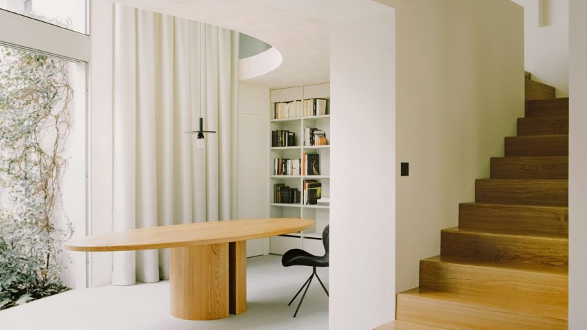 The dining room of a Parisian townhouse by Clément Lesnoff-Rocard