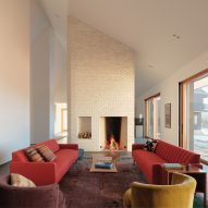 Ten welcoming living rooms where the fireplace takes centre stage