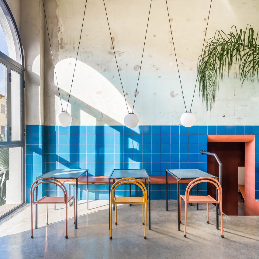 Blue majolica tiles in Tre De Tutto by Studio Tamat