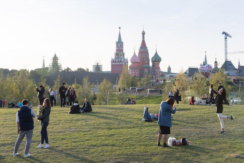 Парк Зарядье у Кремля в Москве