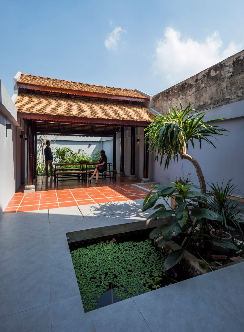 Garden in 2HIEN house in Vietnam by CTA