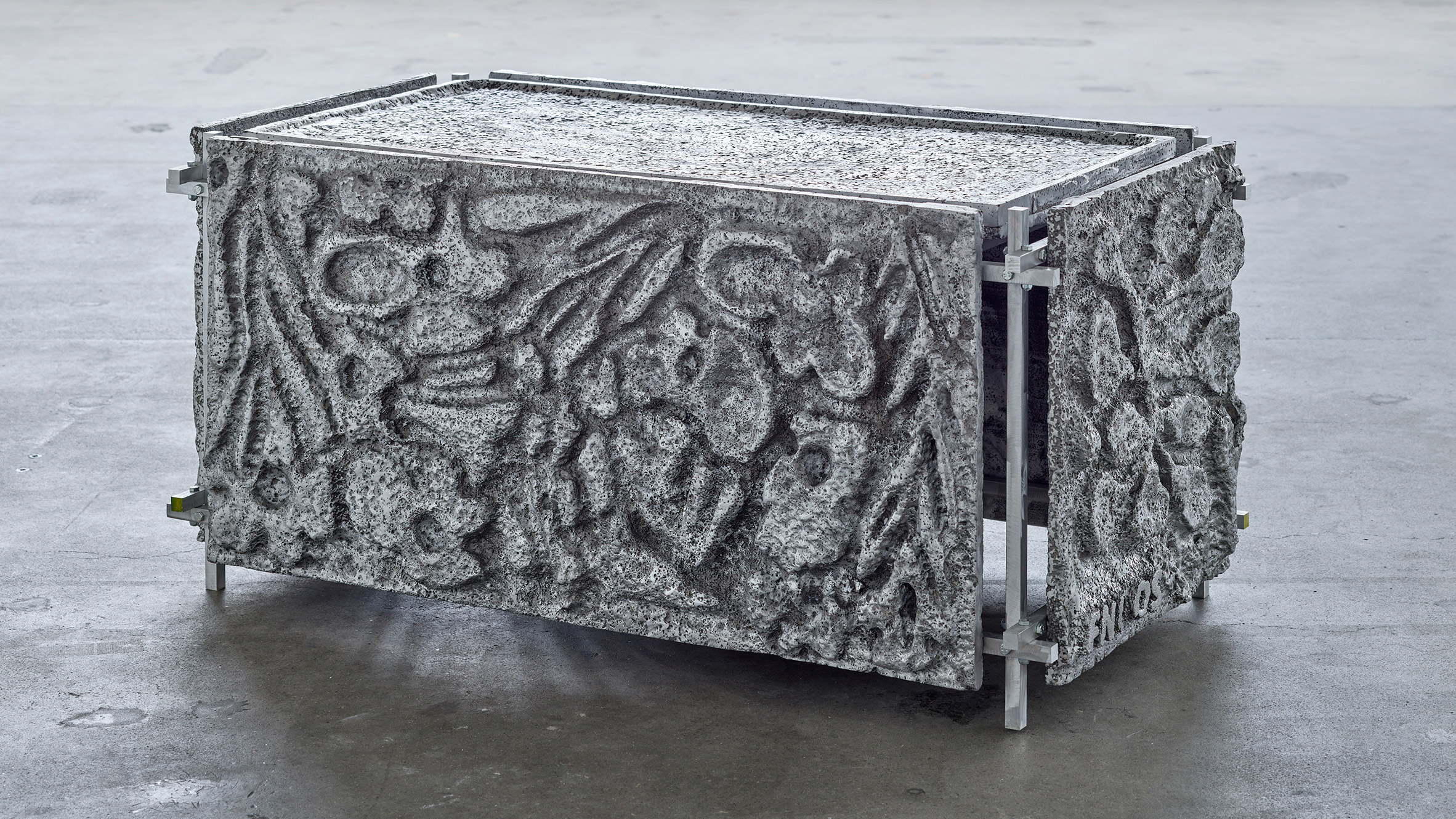 300kg Beauty Bath by Frederik Nystrup-Larsen and Oliver Sundqvist in The Mindcraft Project exhibition