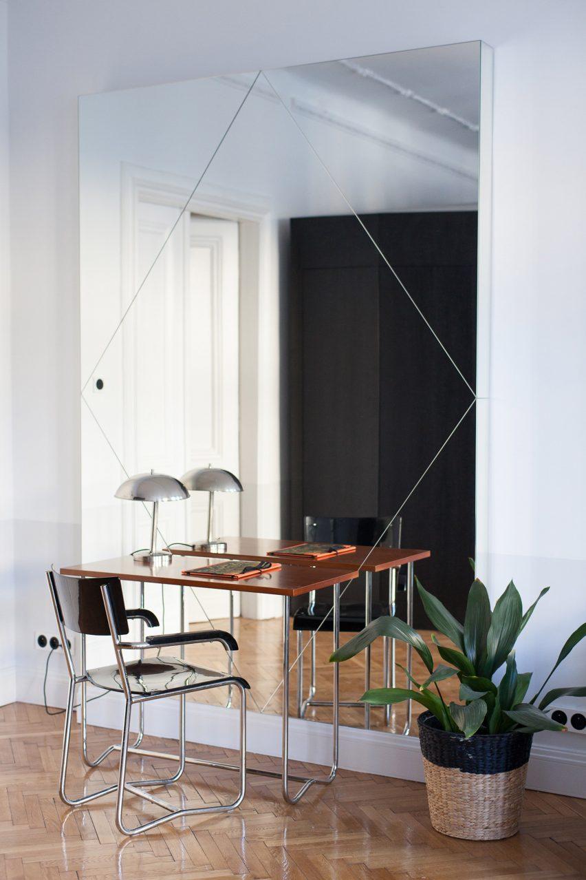 Arbeitsbereich pro Spiegel in Autorenzimmern