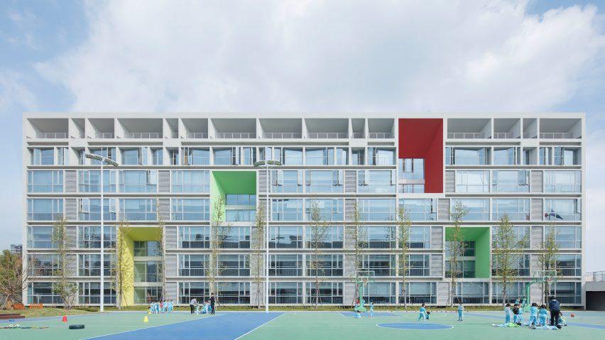 Three-dimensional and geometric facade