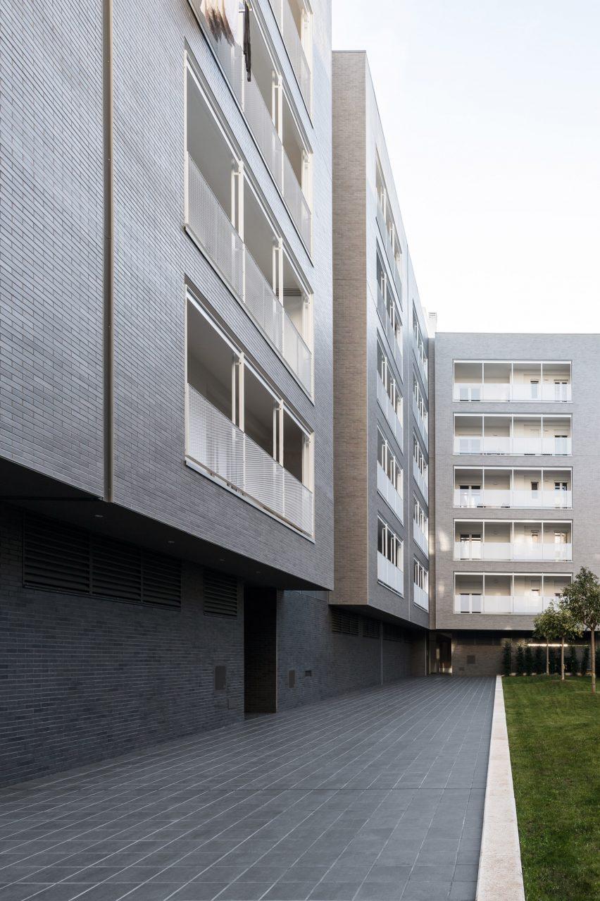 Dark grey tiling extends through the courtyard