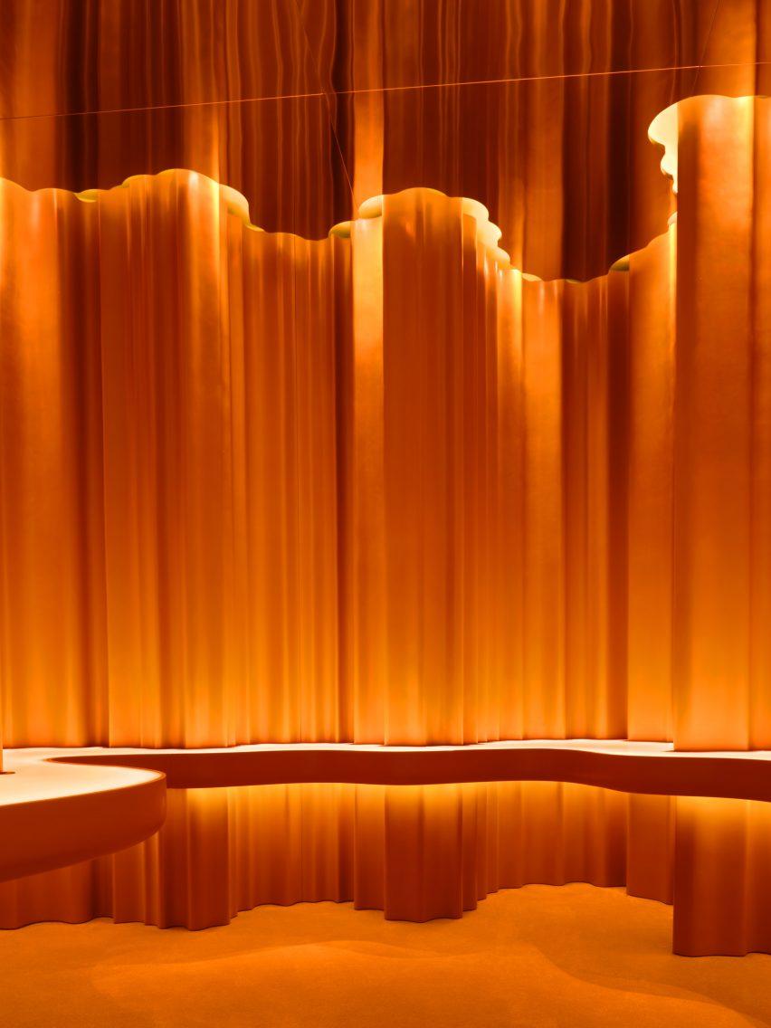 Orange resin walls in Alchemy