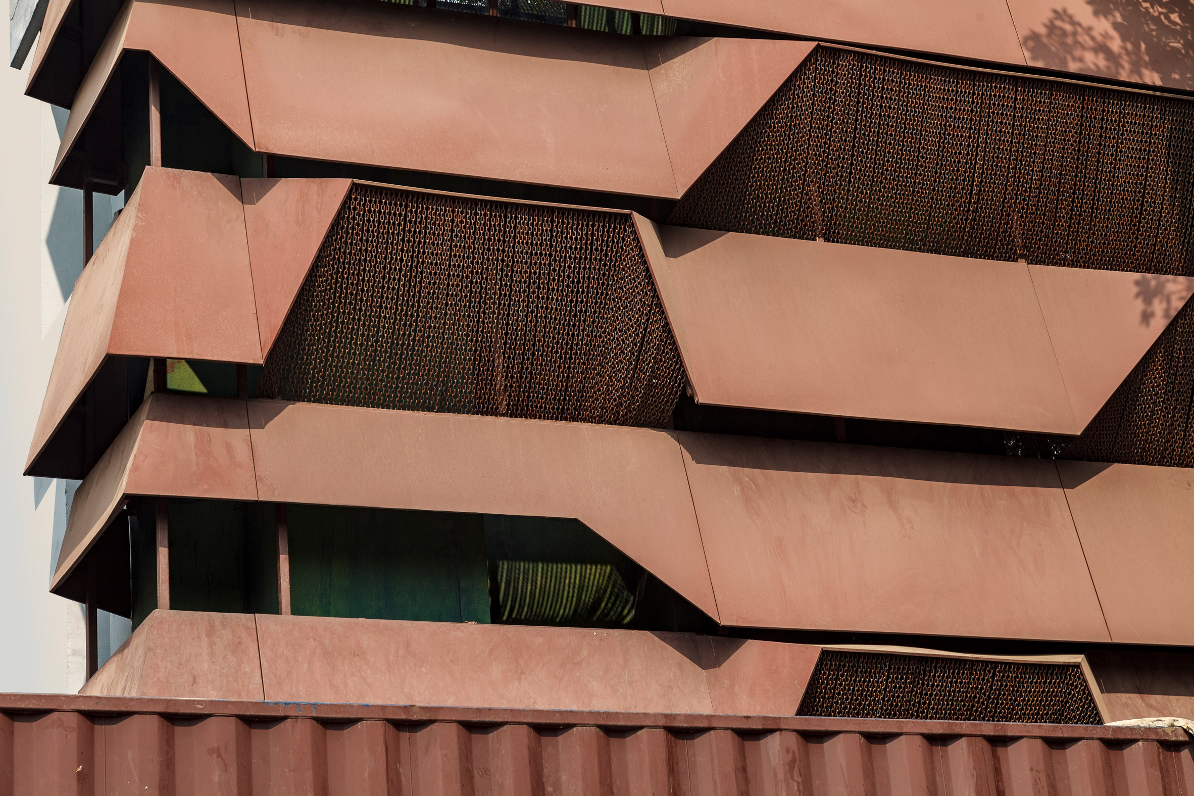 Chain screens also have a weathered look by Architecture Discipline