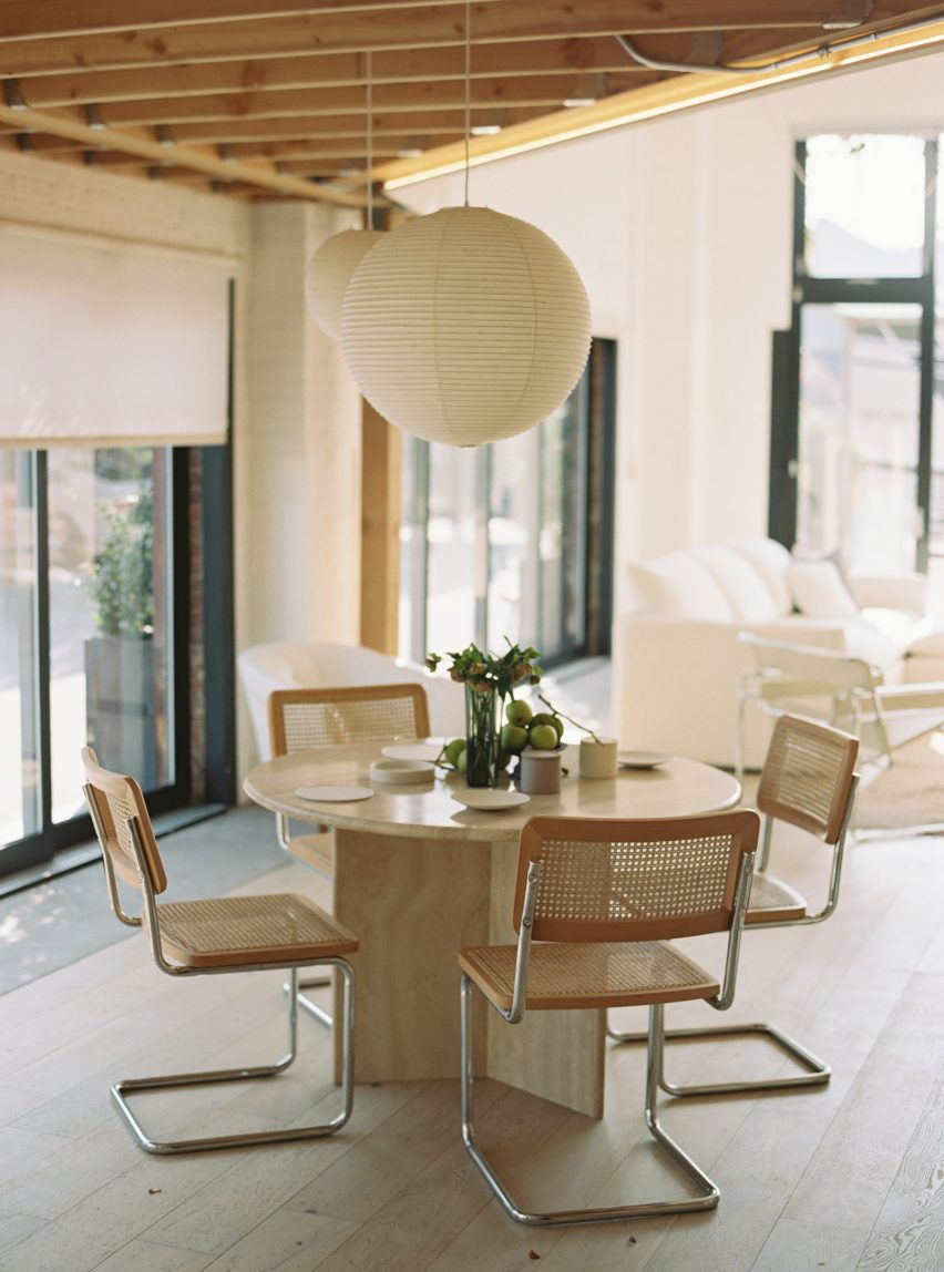 OWIU Studio renovates an apartment in LA